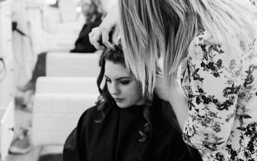 En frisörsalong som klippt och skuren för ditt hår